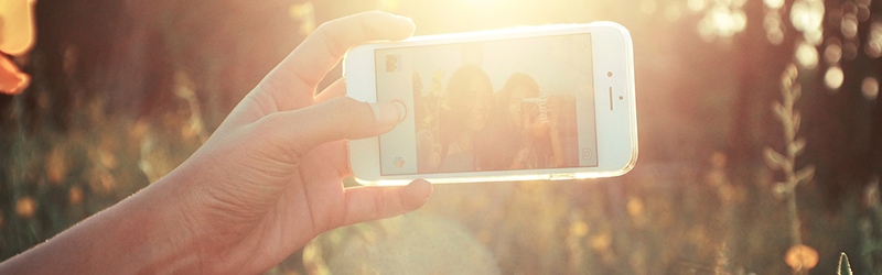 Selfie sunny smartphone - No Budget? No Problem: Essential Low Budget Marketing Tips You Need to Know