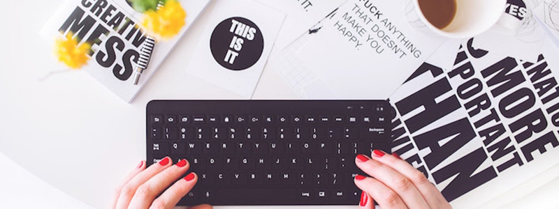 Woman at keyboard copywriting. How to be a better copywriter.